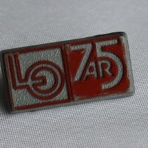 1 mai merke 1974 men også merke for markering av LO sitt 75 års jubileum
