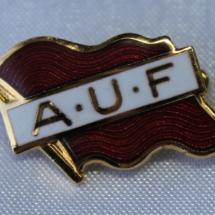 AUF historisk jakke merke
