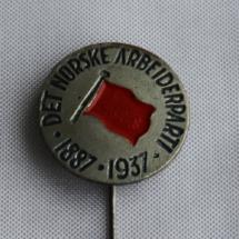 Arbeiderpartiet 50 års jubileums nål