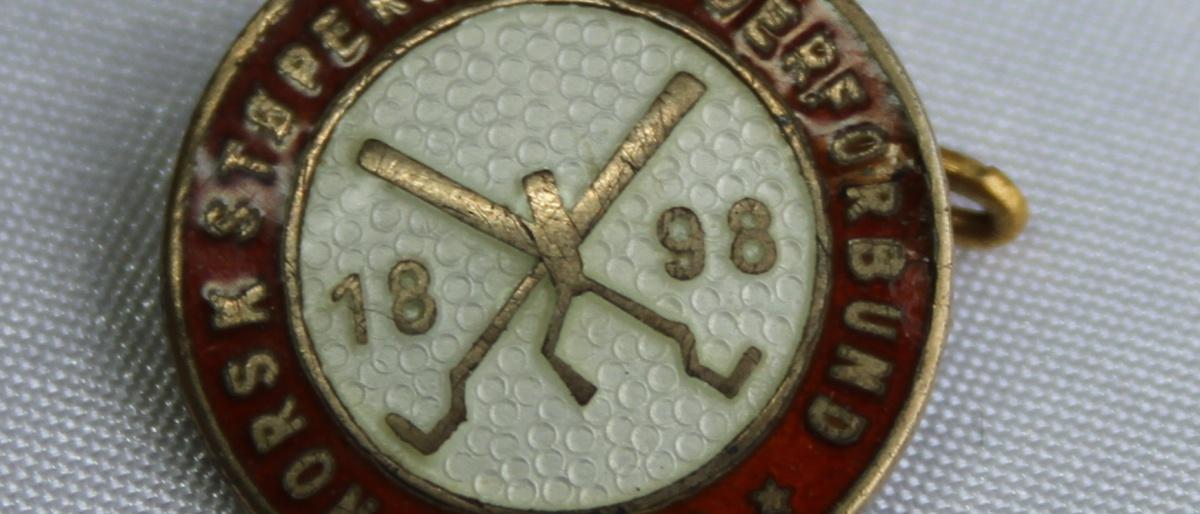 Norsk Støperiarbeiderforbunds 25 års nål  gikk inn i Jern og metall forløper til Fellesforbundet