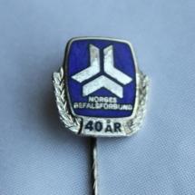 Logo nål for 40 års medlemskap i Norgesbefalsforbund og er forløperen til Norsk Offisersforbund