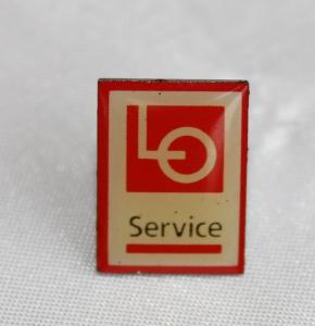 Kartell pin LO Service etablert 1996 nedlagt i 2004 (merke ligger i samlingen til Ralf Stahalke)