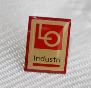 Kartell pin LO Industri etablert 1996 nedlagt i 2004 (merke ligger i samlingen til Ralf Stahalke)