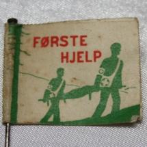 Arbeidersanitet papirmerke med nål side 1 (1932-1939) forløper til Norsk Folkehjelp (Takk til Jens Otto Havdal for å funnet dette merket)