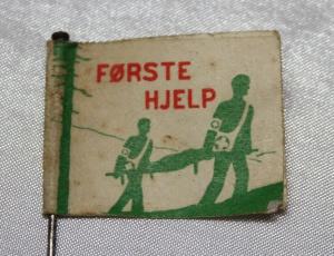 Arbeider Sanitet papirmerke med nål side 1 (1932-1939) forløper til Norsk Folkehjelp (Takk til Jens Otto Havdal for å funnet dette merket)