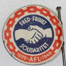 Arbeiderpartiets 1. mai-merke fra 1949, som markerte Arbeidernes Faglige Landsorganisasjons 50-årsjubileum