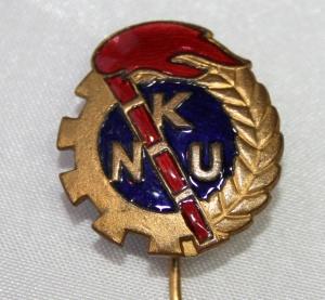 Nålemerke fra Norges Kommunistiske Ungdomsforbund (NKU) som fra stiftelsen i 1903 til 1923 var ungdomsorganisasjonen til Arbeiderpartiet (dvs. forløperen til AUF