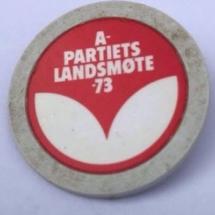 Landsmøtemerke fra Arbeiderpartiet 1973 Merket ligger i samlingen til Jens Otto Havdal