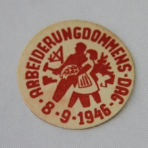 "AUF merke i papir fra 1946 ""8/9 Arbeiderungdommens dag"""