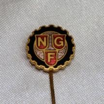Norsk Grafisk Forbunds pin fra sammenslåingen av flere forbund til Norsk Grafisk forbund i 1967 (Nålen er gitt av Ivar Leveraas)