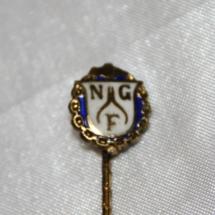 Nål fra Norskgullsmedarbeider forbund stiftet i 1909 gikk inn i Jern og Metall i 1985 (gitt av Ivar Leveraas)
