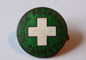 Norsk Folkehjelp Sanitet nål fra 1939 - logoen er den første som ble benyttet. Merke tilhører John Magnor Olsen
