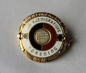 Nål for 25 års medlemskap i Den Kjemigrafiske forening i gull