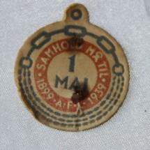 Arbeiderpartiets 1. mai-merke fra 1939, som markerte Arbeidernes Faglige Landsorganisasjons 40-årsjubileumIMG_6060 (2)