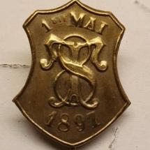 1 mai merke fra 1897 (OBS! Merke er ikke i samlingen, men ligger i samlingen til Jens Otto Havdal)