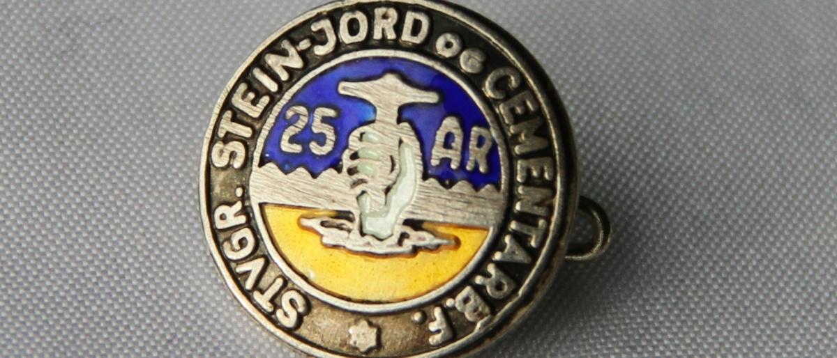Nål for 25 års medlemskap i Stavanger Stein - Jord og Cementarbeiderforening. Nå en del av Fellesforbundet avd 730.