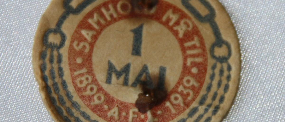 Arbeiderpartiets 1. mai-merke fra 1939, sommarkerte Arbeidernes Faglige Landsorganisasjons 40-årsjubileumIMG_6060 (2)